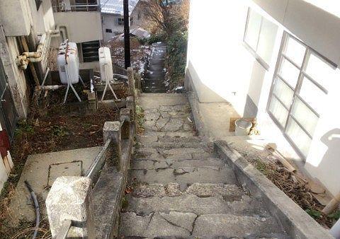 むじなの湯に向かう階段