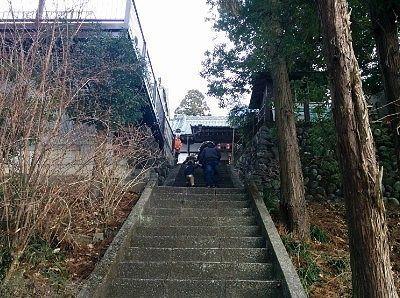 本堂に向かう石段