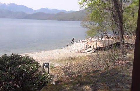 窓から見える中禅寺湖