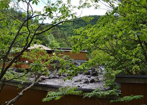 木々に囲まれた西の河原露天風呂