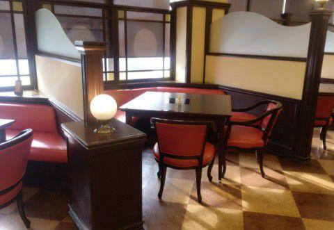 季味の浪漫のテーブル席の様子