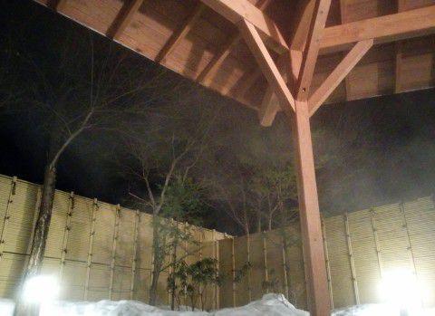 男湯露天風呂の屋根の様子
