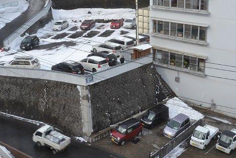 雪かきされてる宿泊者の車