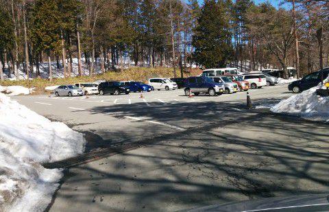 冬の雪がある時のホテルヴィレッジ駐車場