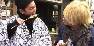 鮎の塩焼きを食べる今井翼