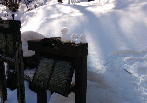 遊歩道にあった雪だるま