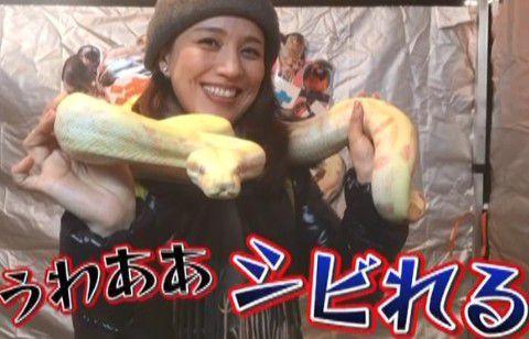 遼河はるひさんと蛇の記念撮影