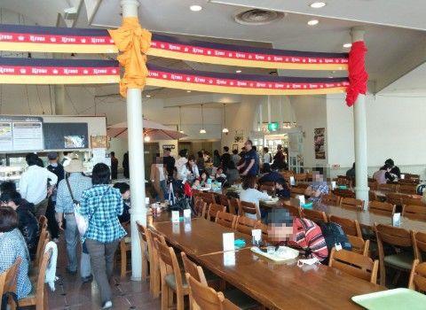 ドイツレストラン「クローネ」の店内の様子