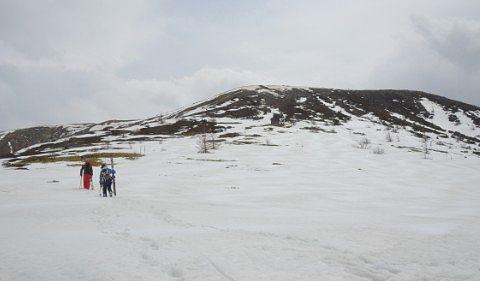 草津白根山にスキーをしにいく人