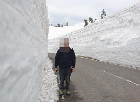 2017年開通日に雪の回廊で記念撮影