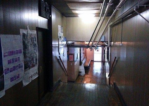 豊国館の浴場までの階段の様子