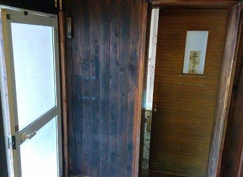 内湯と露天風呂それぞれの扉