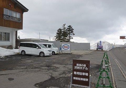 駐車場とガソリンスタンド