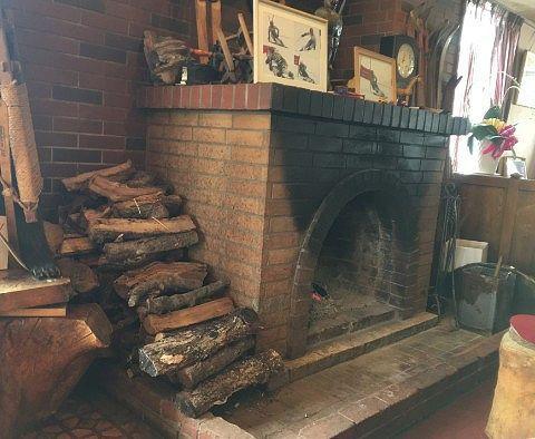 ホテル内の暖炉