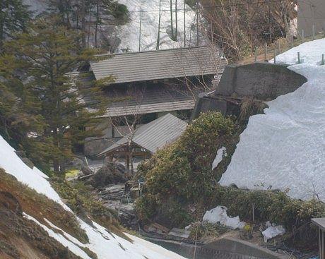 山上から見える石庭露天風呂
