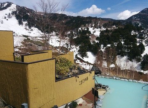 女湯と混浴と山々の景色