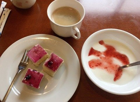 朝のコーヒーとデザート