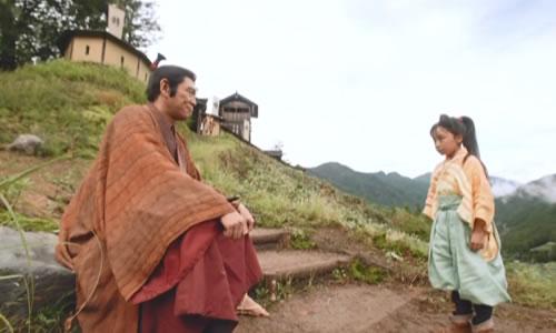 井伊直盛(杉本哲太)とおとわ(新井美羽)の会話中シーンの井伊谷城