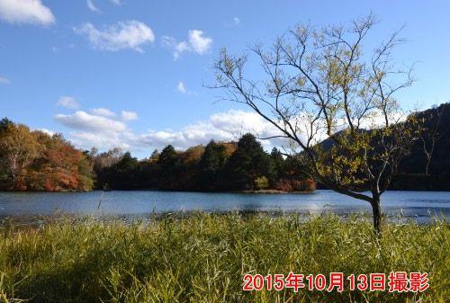 秋の湯ノ湖の景色