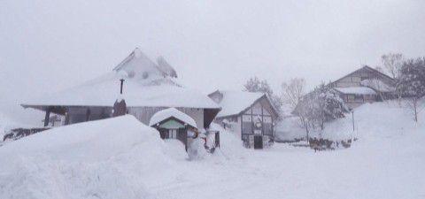 真冬の日進館の外観