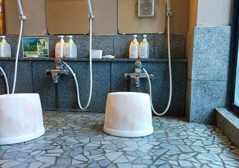 男湯の洗い場の様子