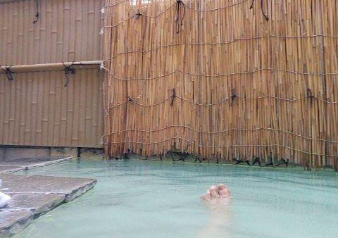 男湯の露天風呂の様子
