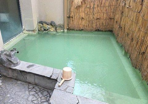 女湯の露天風呂の様子