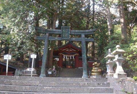 登拝門と唐銅鳥居