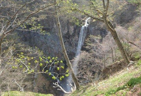 店横の柵から見た華厳の滝