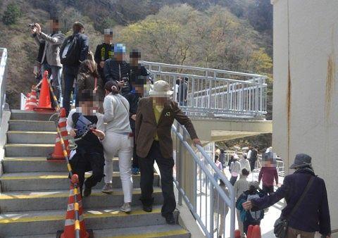 観瀑台の観光客たち