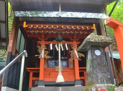 温泉神社神殿