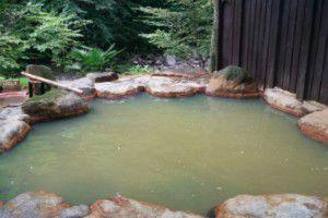 滝沢館の露天風呂