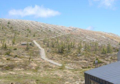 立ち入り禁止の湯釜に一番近い登山道