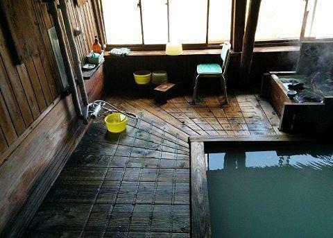 内湯の床の様子