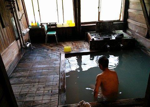 サルノコシカケ湯に浸かる私の親父