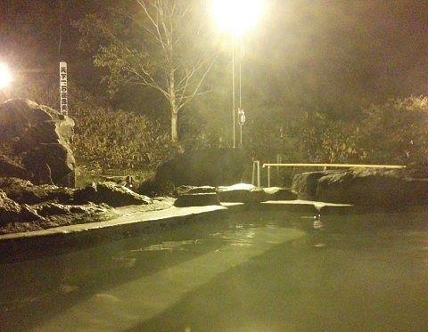 夜の石庭露天風呂の様子1