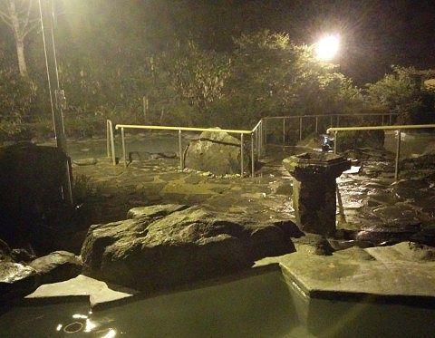 夜の石庭露天風呂の様子2