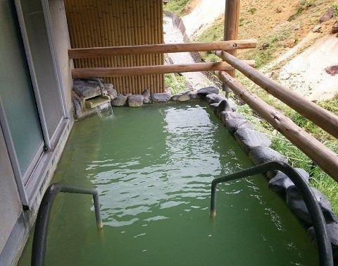 百泉の湯の露天風呂の様子