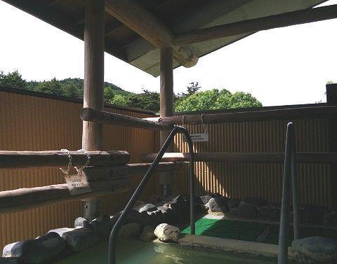 百泉の湯の露天風呂の屋根