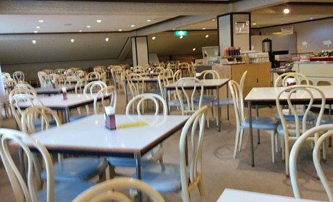 レストラン白根のテーブル席の様子