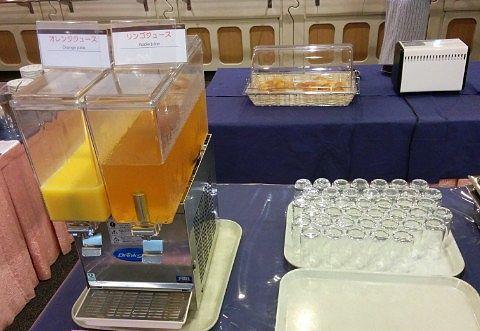 オレンジジュースとアップルジュース