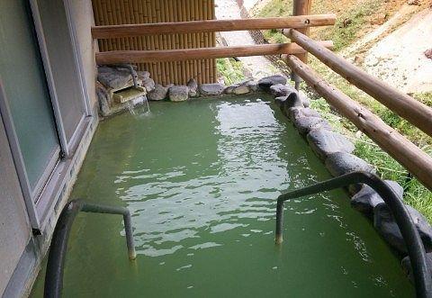 百泉の湯の屋根付き露天風呂