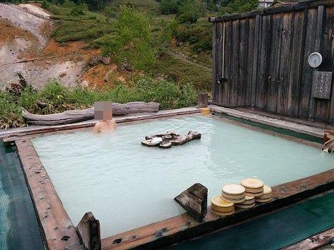 露天風呂極楽湯の様子