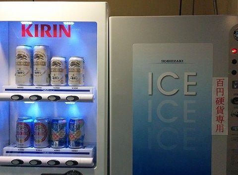 缶ビールと氷の自販機
