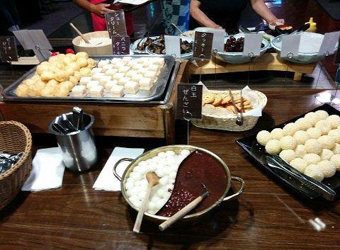 白玉ぜんざい、クッキー、プチバニラケーキ、ピーチゼリー、プチシュークリーム