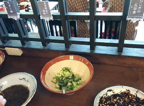 ひじき、高原野菜の漬物、もずく酢