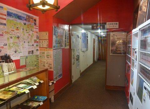 自販機と観光情報コーナーとトイレ