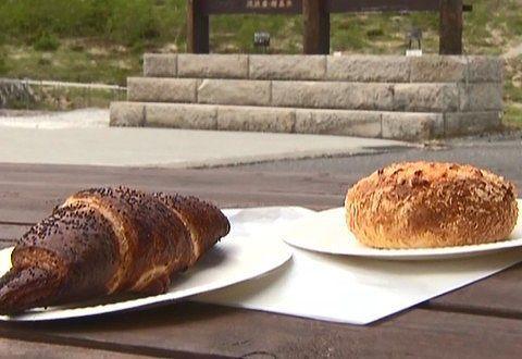 ベイクドカレーチーズパンとあんこクロワッサン