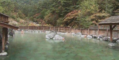 西の河原露天風呂の様子