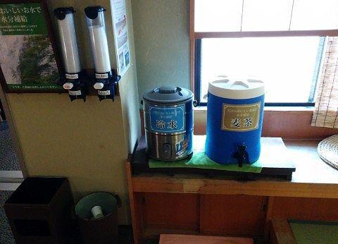 麦茶と冷水のポット